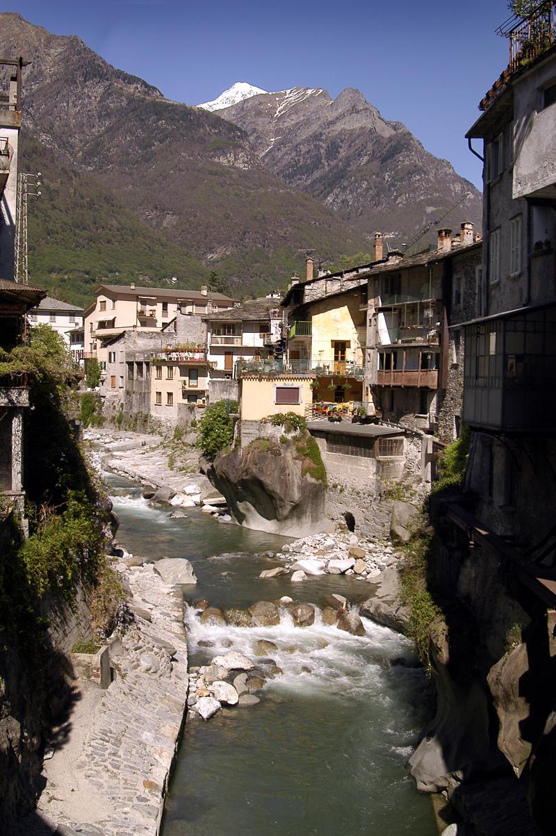 Chiavenna - 1 Centro storico con fiume Mera