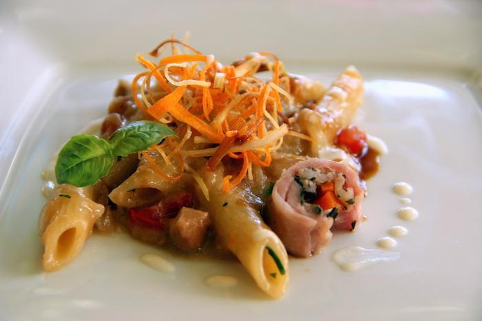 Penne rigate Gerardo di Nola con genovese di coniglio, paglia di verdurine e salsa al parmigiano; chef Vincenzo Piacente- Hotel Parco dei Principi di Sorrento