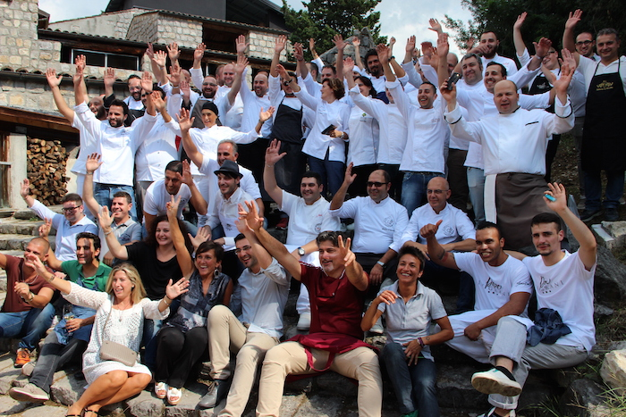 Foto di gruppo con chef, pizzaioli e produttori