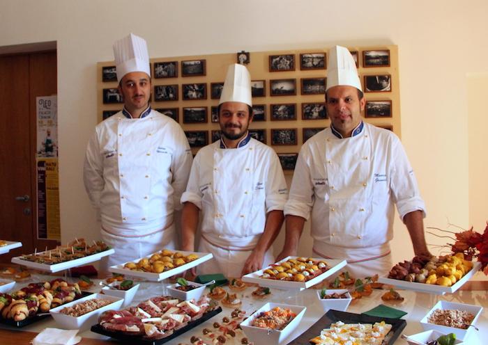 Maestri dell'Accademia Polselli con un buffet preparato con i prodotti dell'azienda