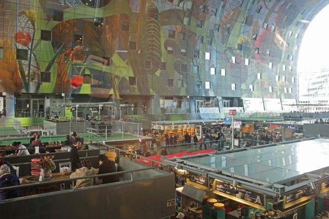 La bellissima volta del Markthal di Rotterdam, dell'architetto Winy Maas dello studio MVRDV