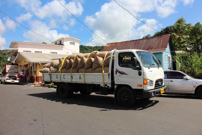 Camion carico di noce moscata
