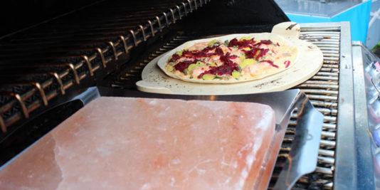 Lastra di sale rosa e tortilla tipo flammekuche